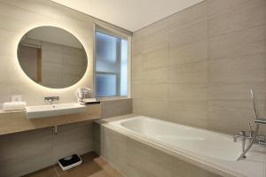 A bathroom at Swiss-Belinn Simatupang
