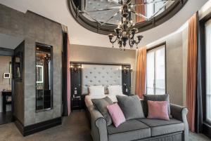 A seating area at Maison Albar Hotels Le Diamond