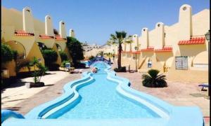 The swimming pool at or near Apartamento En Mareverde Resort