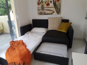 A bed or beds in a room at Apartamento En Mareverde Resort