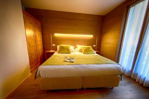 A bed or beds in a room at Meublè Cima Bianca Garni