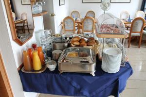 Breakfast options available to guests at Hotel Windthorst
