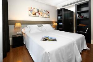 A bed or beds in a room at Hotel Condado