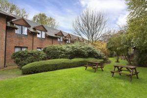 A garden outside Days Inn Maidstone