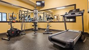 The fitness center and/or fitness facilities at Best Western Plus Albert Lea I-90/I-35 Hotel