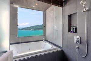 A bathroom at Cape Sienna Gourmet Hotel & Villas - SHA Plus