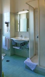 A bathroom at Hotel Monteverde e Austria