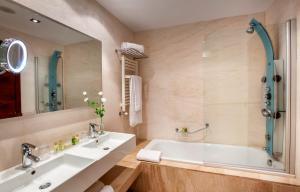 A bathroom at Barceló Granada Congress