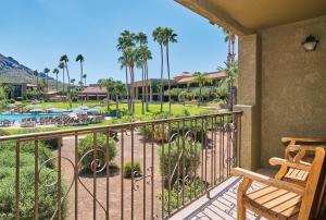A balcony or terrace at El Conquistador Tucson, A Hilton Resort