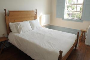 Ein Bett oder Betten in einem Zimmer der Unterkunft 9:36 Porto - Bed and Breakfast
