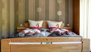 A bed or beds in a room at Hotel Restaurant Moselblick