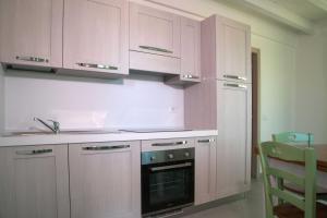 Кухня или мини-кухня в La Residenza del Golfo