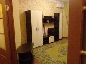 Телевизор и/или развлекательный центр в Апартаменты 2 х комнатные