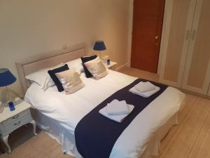 A bed or beds in a room at Alne Park