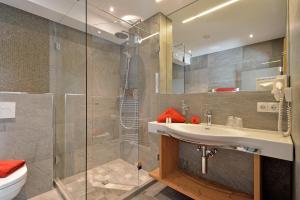 A bathroom at Landhotel Lechner