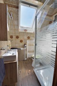 A bathroom at Ferienwohnungen Saarn