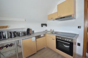 A kitchen or kitchenette at Ferienwohnungen Saarn