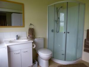 A bathroom at Miranda Homestead B&B