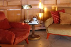 A seating area at Hotel Portal