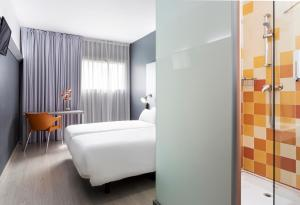 A bed or beds in a room at B&B Hotel Barcelona Mollet