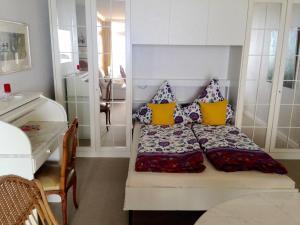 Ein Bett oder Betten in einem Zimmer der Unterkunft Strandnest 84