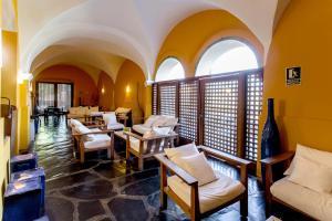 Un restaurante o sitio para comer en Hospedería Conventual de Alcántara