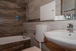 A bathroom at AnVa House