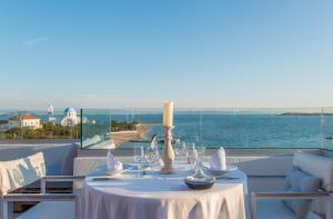 Εστιατόριο ή άλλο μέρος για φαγητό στο Oasis Beach Hotel