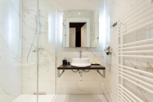 A bathroom at Abieshomes Serviced Apartments - Votivpark