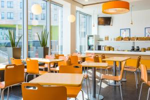 A restaurant or other place to eat at ibis budget Leuven Centrum