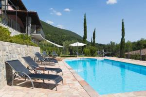 The swimming pool at or near Guest House Valentincic