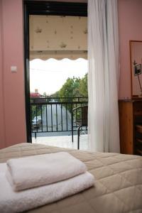 Ένα ή περισσότερα κρεβάτια σε δωμάτιο στο Ξενοδοχείο Άνοιξις