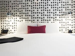 A bed or beds in a room at Dream Downtown