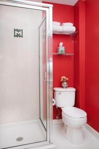 A bathroom at Moda Hotel