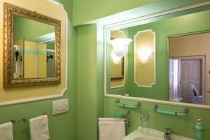 A bathroom at Antica Residenza D'Azeglio Room&Breakfast di Charme