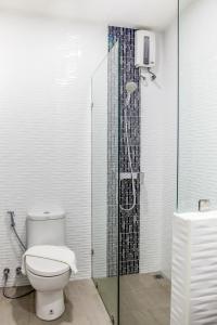A bathroom at Triple Z Hotel