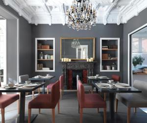 Un restaurante o sitio para comer en Casa Vincke Hotel