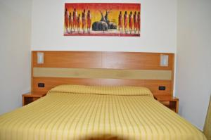 A bed or beds in a room at Hotel Moscatello
