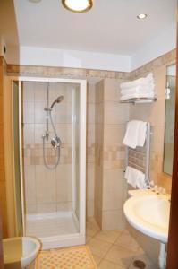 A bathroom at Hotel Moscatello