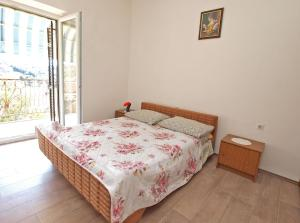 A bed or beds in a room at Apartments Danica 271
