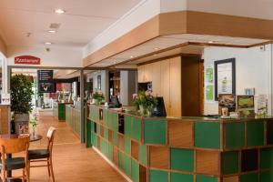De lobby of receptie bij Campanile Hotel & Restaurant Zwolle