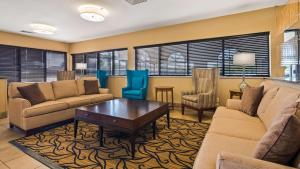 A seating area at Best Western St. Louis Inn