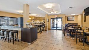 A restaurant or other place to eat at Best Western St. Louis Inn