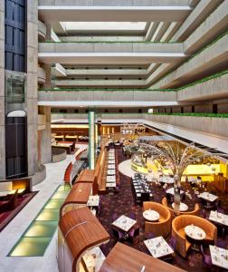 A restaurant or other place to eat at Hyatt Regency O'Hare Chicago