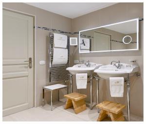 A bathroom at La Chèvre d'Or