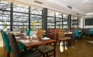 A restaurant or other place to eat at Hotel Pestana Cascais Ocean & Conference Aparthotel