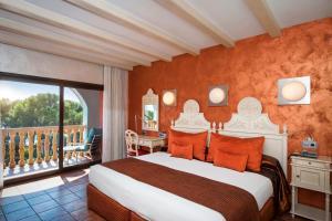 Cama o camas de una habitación en Hotel Cala del Pi - Adults Only