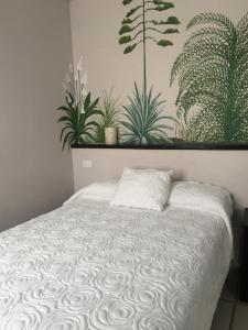 A bed or beds in a room at Hotel Calli Quetzalcoatl
