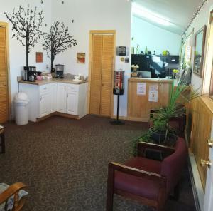 The lobby or reception area at Western Inn Motel & RV Park