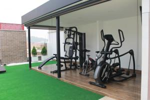 The fitness centre and/or fitness facilities at Obo Hotel